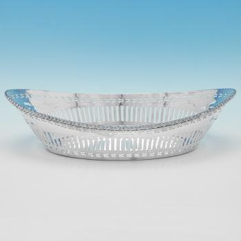B9661:  Sterling Silver Bread Dish - Barker Bothers Hallmarked In 1929 Birmingham - George V - Image 1