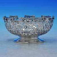 B2481:  Sterling Silver Bowl - J. & W. Deakin Hallmarked In 1925 Sheffield - George V - Image 1