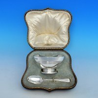 j6720: Sterling Silver Boxed Bowl And Spoon - Goldsmiths & Silversmiths Co. Hallmarked In 1916 London - George V  - image 1