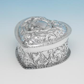L0830: Antique Sterling Silver Box - William Comyns Hallmarked In 1894 London - Victorian - Image 1