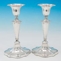 B6000: Antique Sterling Silver Candlesticks - Goldsmiths & Silversmiths Co. Hallmarked In 1911 London - George V - Image 1
