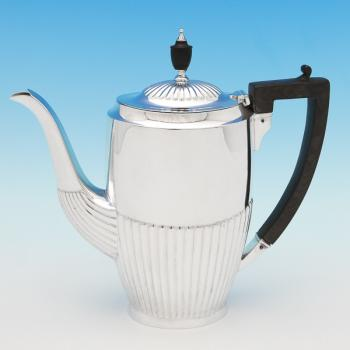 B9543:  Sterling Silver Coffee Pot - William Hutton Hallmarked In 1923 Sheffield - George V - Image 1