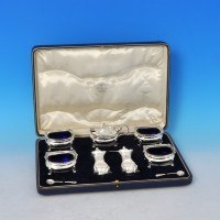j8129: Sterling Silver Seven Piece Condiment Set - Goldsmiths & Silversmiths Co. Hallmarked In 1928 London - George V  - image 1