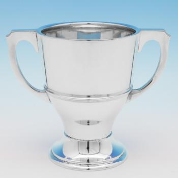 B9833:  Sterling Silver Cup - Charles Boyton Hallmarked In 1928 London - George V - Image 1