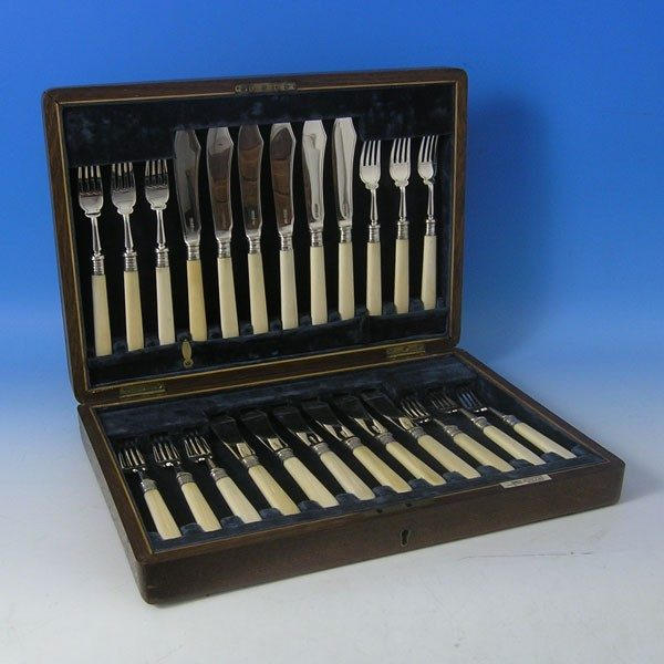 d9953: Sterling Silver Fish Set - Walker & Hall Hallmarked In 1917 Sheffield - George V  - image 1