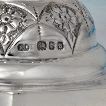 b0390: Sterling Silver Menorah - J. Thompson & Sons Hallmarked In 1933 London - George V  - image 4