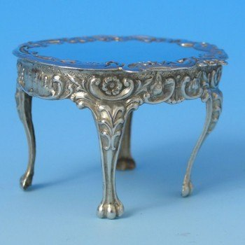 d9874a: Sterling Silver Miniature Table And Chairs Set - Hallmarked In 1985 Birmingham - Elizabeth II  - image 2