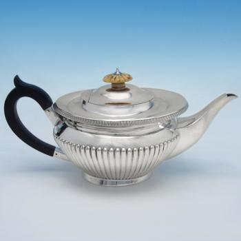 B4652:  Sterling Silver Teapot - J. Parkes & Co. Hallmarked In 1915 London - George V - Image 1