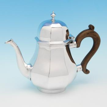 B8847:  Sterling Silver Teapot - Goldsmiths & Silversmiths Co. Hallmarked In 1918 London - George V - Image 1