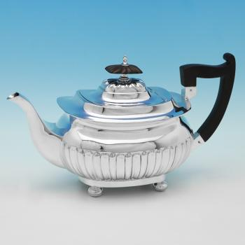 B9990:  Sterling Silver Teapot - Walker & Hall Hallmarked In 1922 Sheffield - George V - Image 1