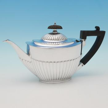 L0661:  Sterling Silver Teapot - Goldsmiths & Silversmiths Co. Hallmarked In 1918 Sheffield - George V - Image 1