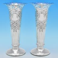 B8187: Antique Sterling Silver Pair Of Vases - Walker & Hall Hallmarked In 1902 Sheffield - Edwardian - Image 1
